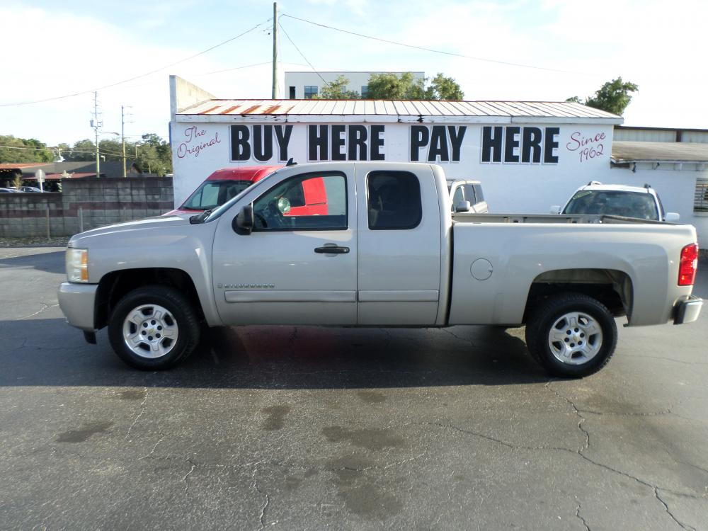 2007 gold Chevrolet Silverado 1500 LT1 Ext. Cab 2WD (1GCEC19J77Z) with an 5.3L V8 OHV 16V engine, 4-Speed Automatic Overdrive transmission, located at 5117 SR 674, Wimauma, FL, 33598, (813) 938-5846, 27.712418, -82.322784 - Photo #0