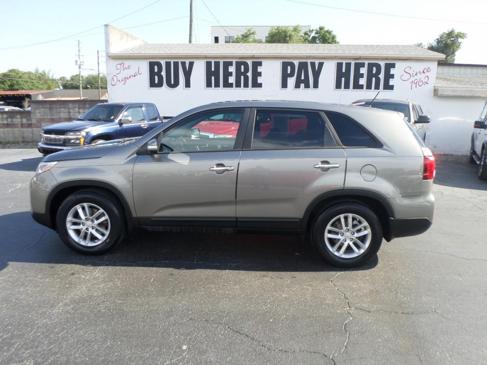 2014 Kia Sorento LX 2WD (5XYKT3A66EG) with an 2.4L L4 DOHC 16V engine, 6-Speed Automatic transmission, located at 6112 N Florida Avenue, Tampa, FL, 33604, (888) 521-5131, 27.954929, -82.459534 - Photo #0